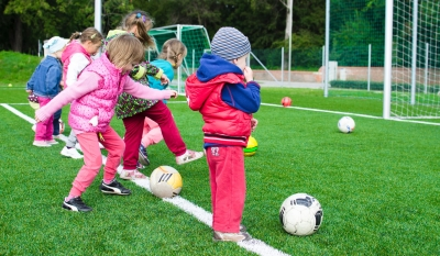 Kinder Fussball